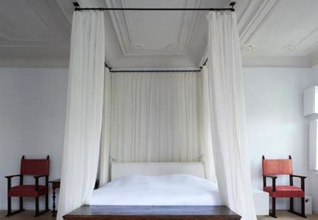 DIY Canopy Bed - Curtain Rod