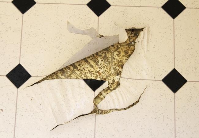 How to remove vinyl flooring bob vila for How to remove plastic floor tiles