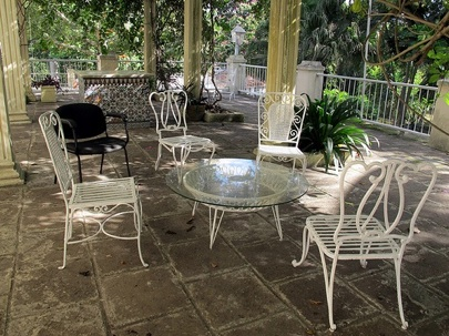 Flickr-savannahgrandfather-Bruce-Tuten-Hemingway-Finca-Vigia-Patio