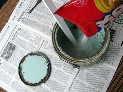 JProvey-Getting-Rid-of-Paint-Cans-Cat-Litter