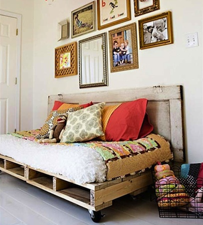Apartment Therapy Shipping Pallets Bed