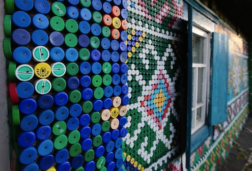 Bottle Caps DIY - Exterior Close-up