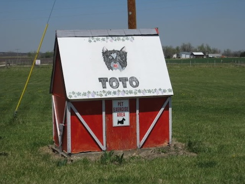 Toto'sPlayhouse-Doghouse