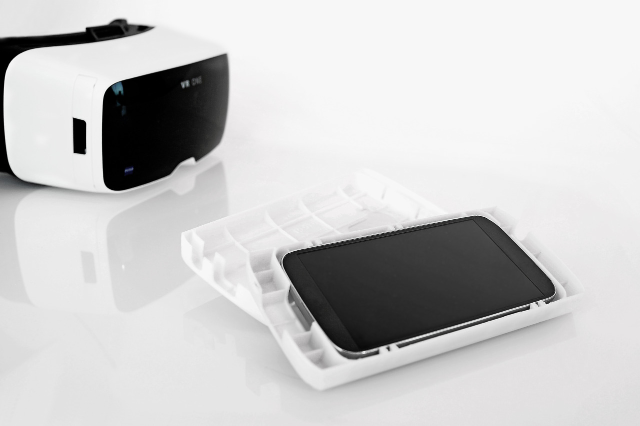 Zeiss VR One with smartphone holder