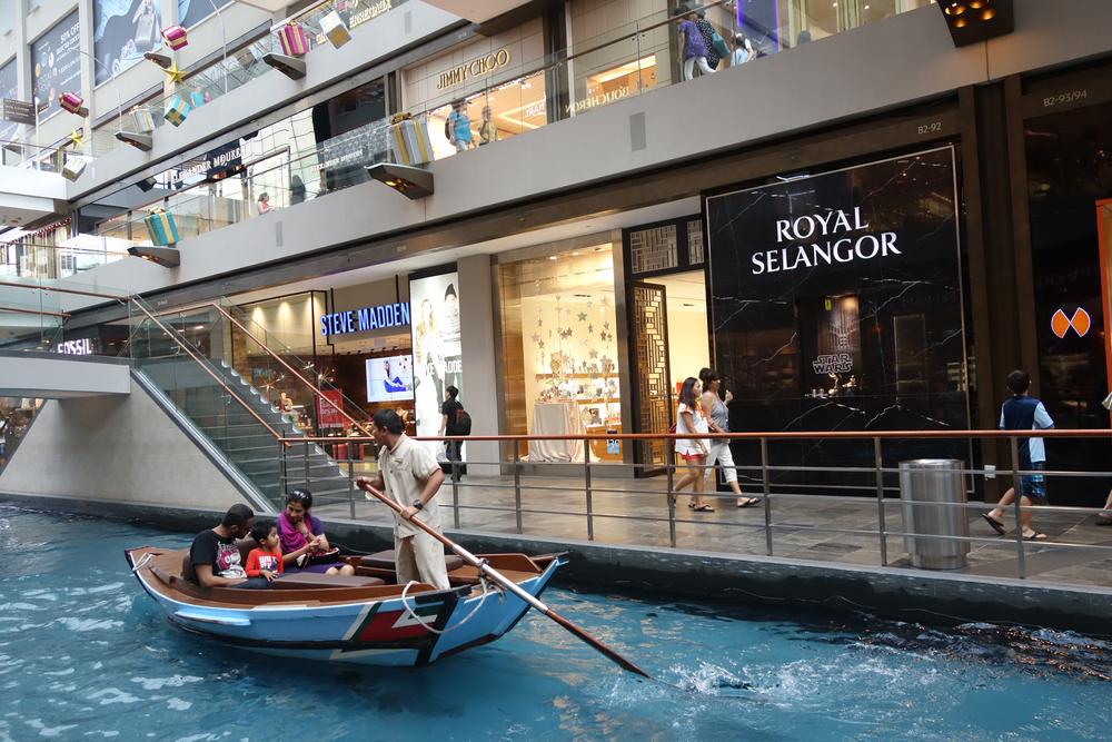 marina bay sands resort in singapore_358096535