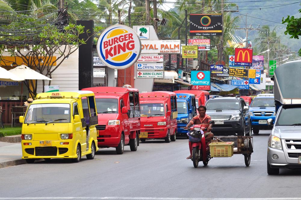 busy street of Pathong Beach_321293321