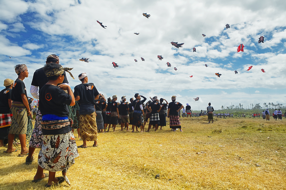 Balinese people festival of traditional kites on beach Galak_292801919