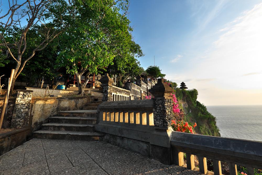 Sunset at Uluwatu temple_324932231