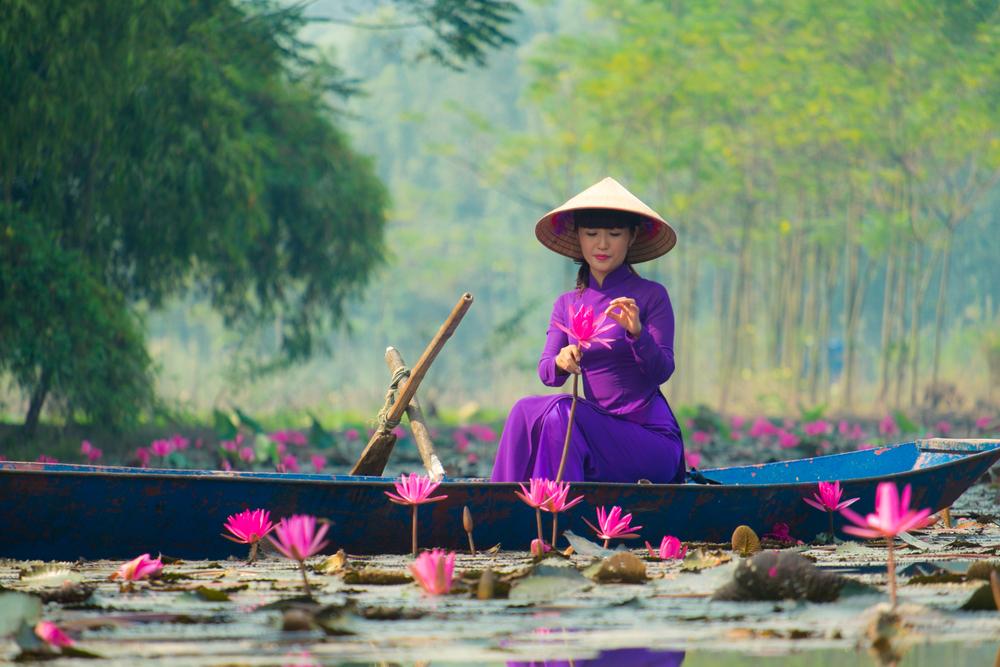 Huong pagoda in Hanoi_338602601