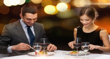 5 impressive ways to break the ice on a first date