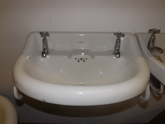 "The ""Nuplanus"" wash basin with taps"