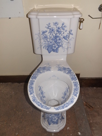 Floral blue & white imperial W.C