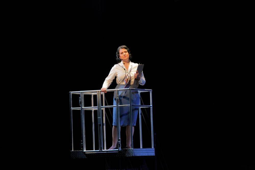 The Controller in Flight, Santa Fe Opera Apprentice Scenes, 2011 (photo by Ken Howard)