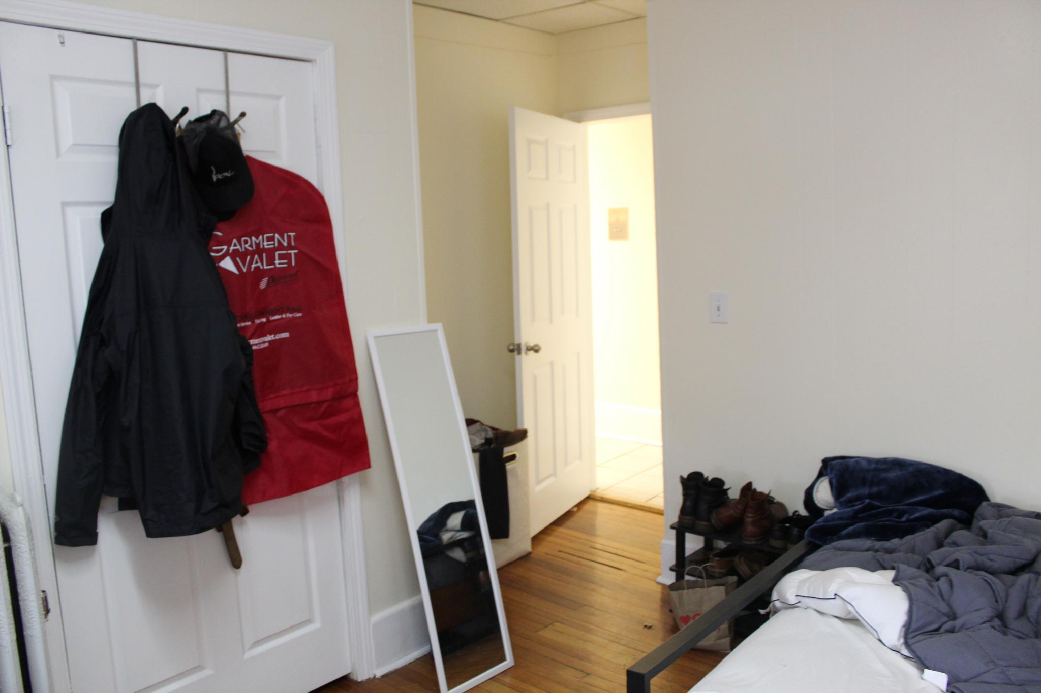 Gorgeous 2 bed with deck, Ht/Hw included, steps to Kenmore Sq!! 9/1!