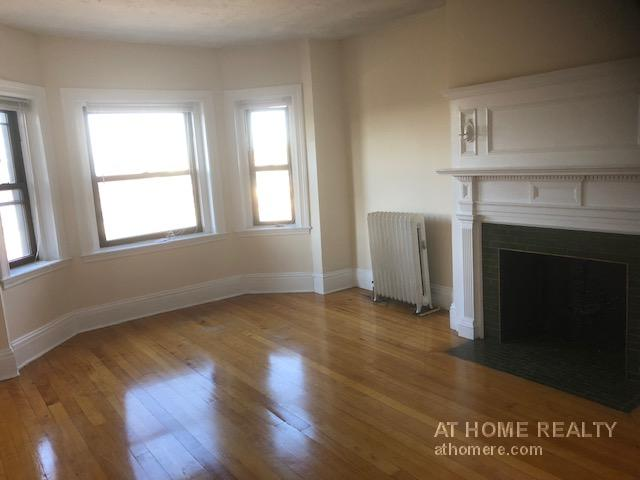 GREAT 1 BED NEAR COMM AND HARVARD AVE