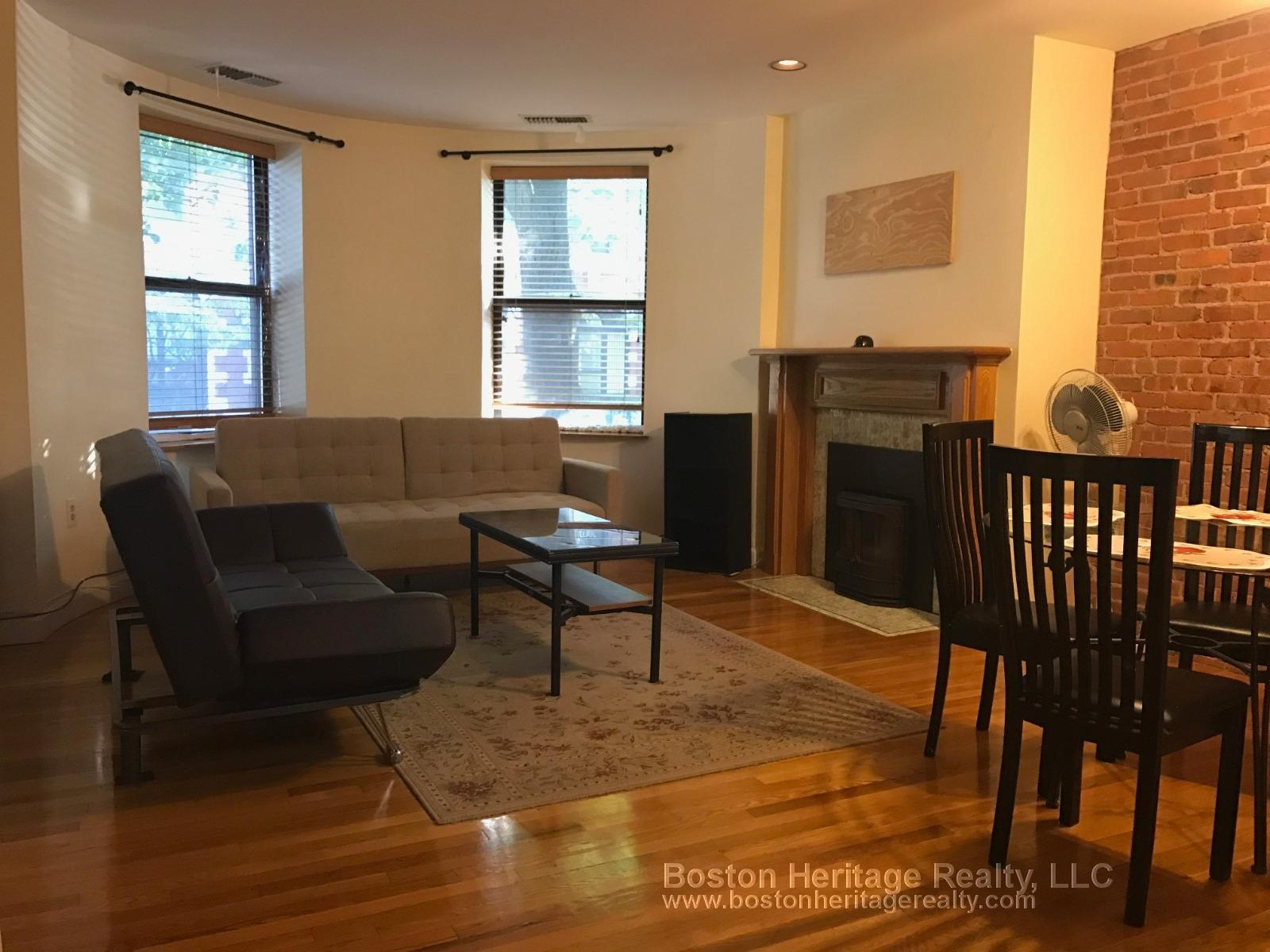 Perfect for Grads & Profs! Spacious 1 Bd Duplex on Gainsborough St.