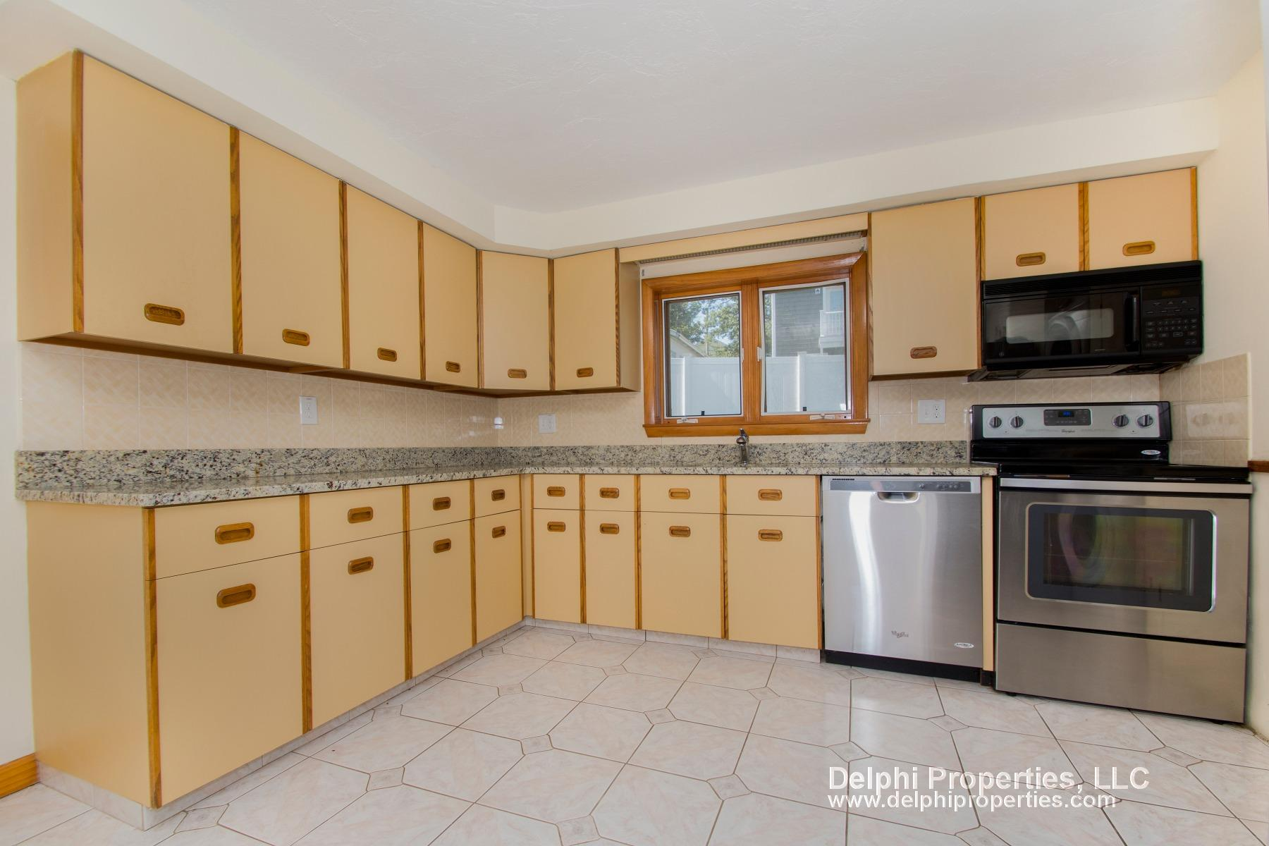 4 Bd on Brunswick St, 2 Bath, Parking Included, Laundry in Building