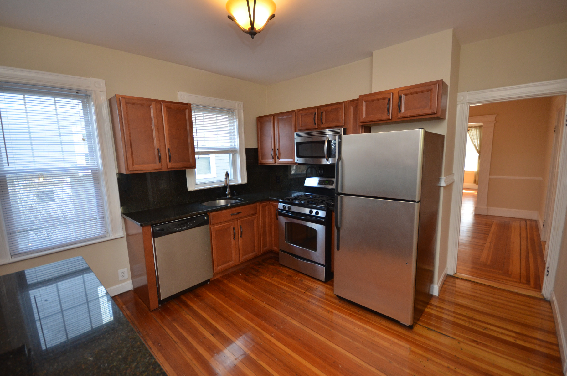 Nicely Renovated 2bed, CAT OK - Avail NOW! 1car Pkg.