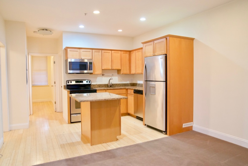 2.5 Bd on East Springfield St., Stainless Steel Appliances, Disposal