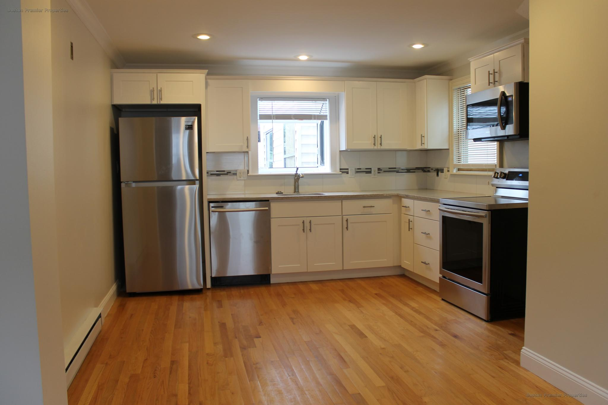 RECENTLY RENOVATED S BOSTON 2BR ~IN UNIT LAUNDRY, WALK TO BEACH