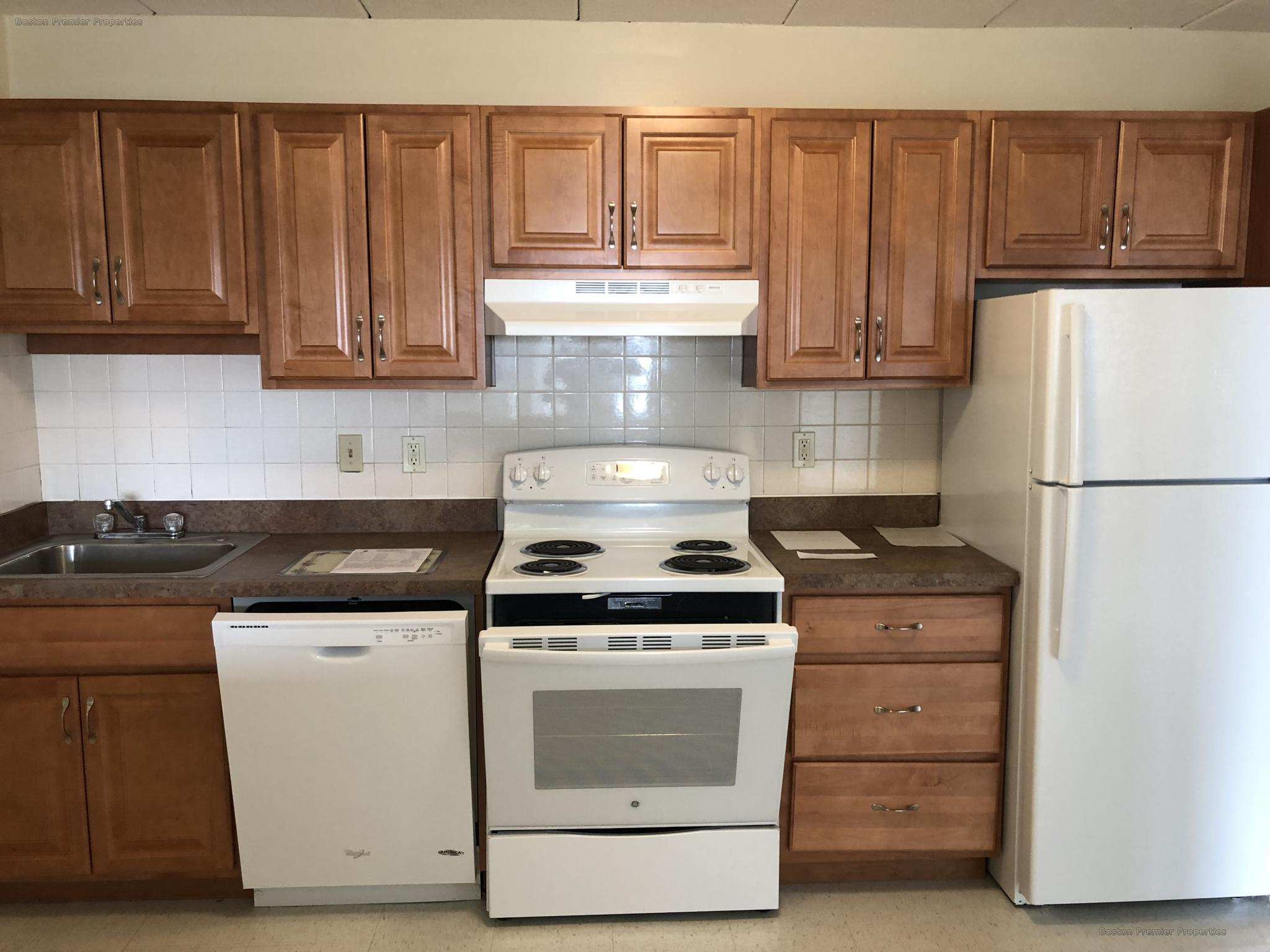 1 Bd, Eat-in Kitchen, Laundry in Building, Non Smoking Unit, Last