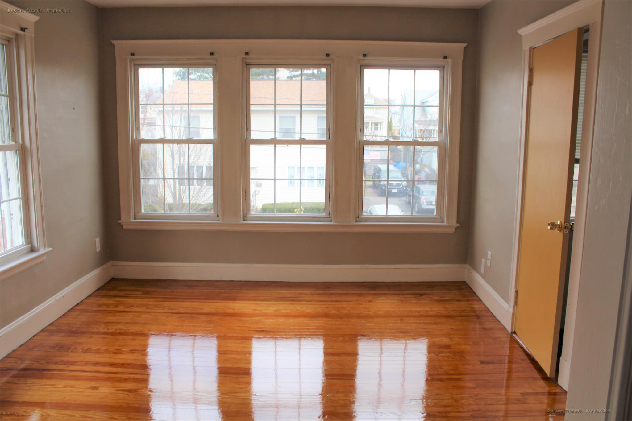 Beautiful 1 bedroom apartment with newly refinished hard wood floors
