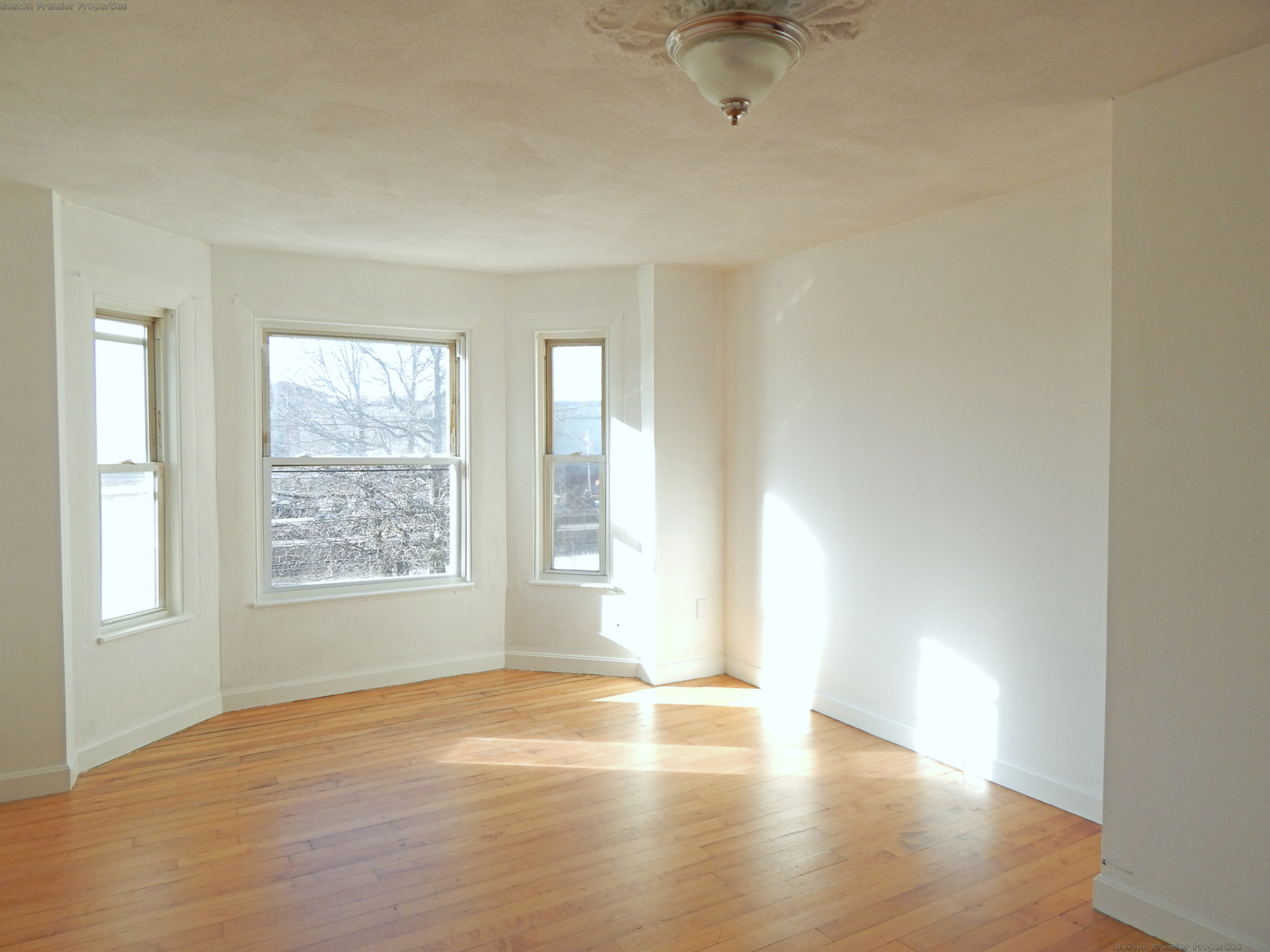 Large and Bright 3 Bedroom  Minutes to Rt 93 and Quincy Adams T