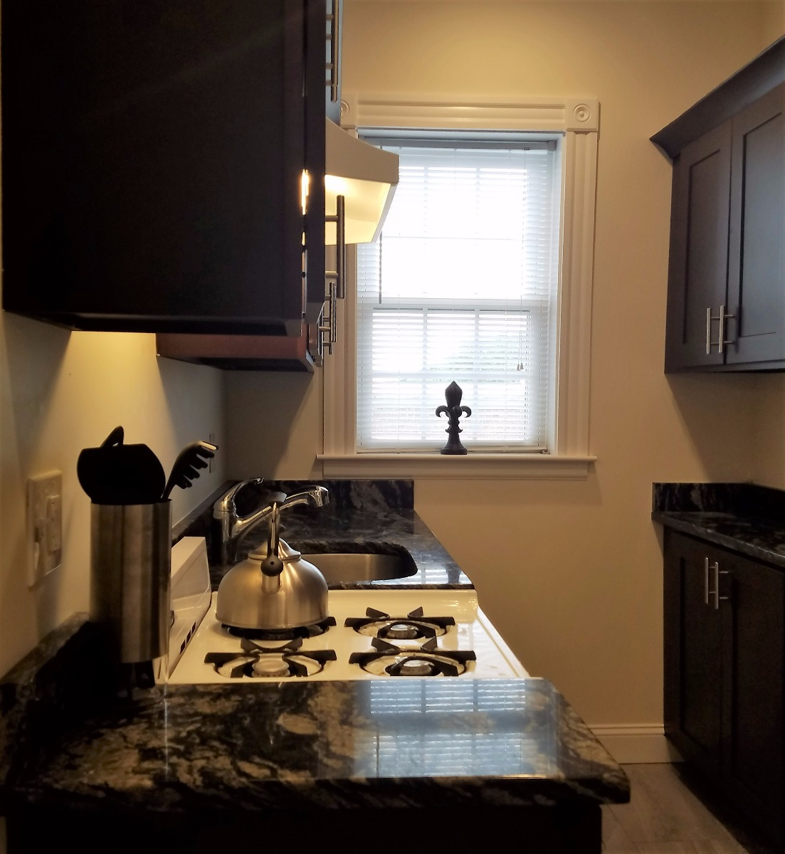 JUST LISTED 2 BED/1BATH Glenville Ave., New/Renovated Kitchen, 9/1