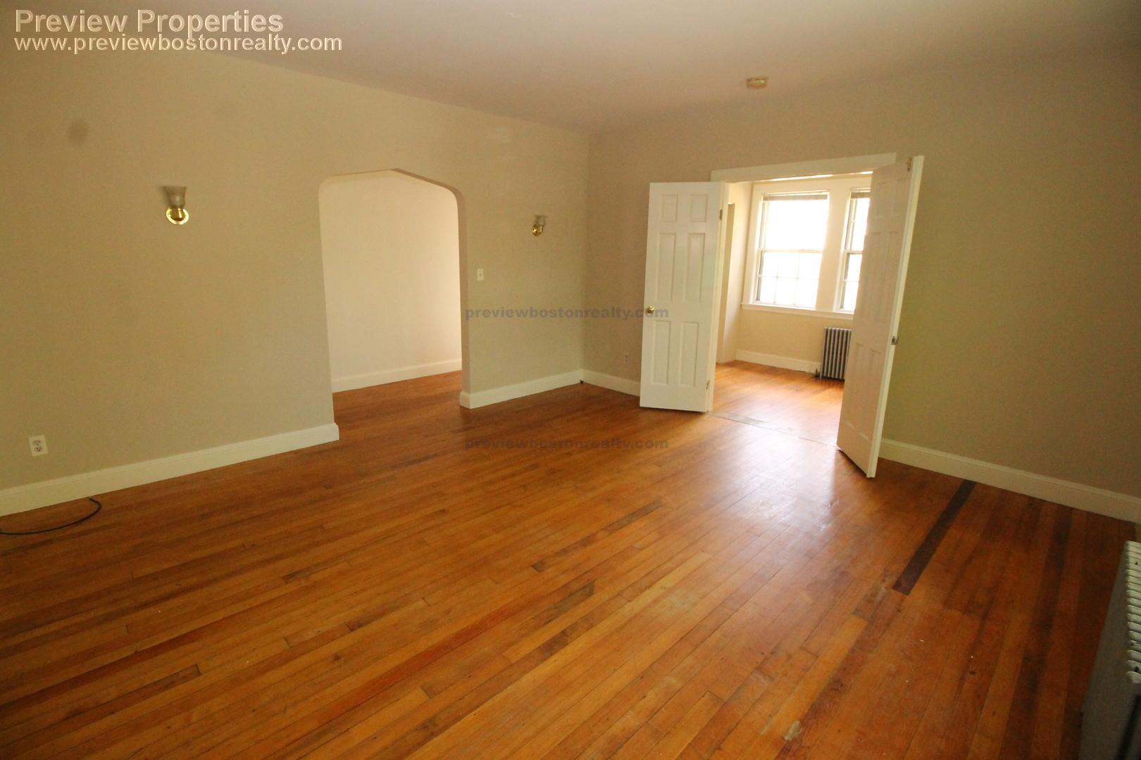4 - 3 Bd, Parking Included
