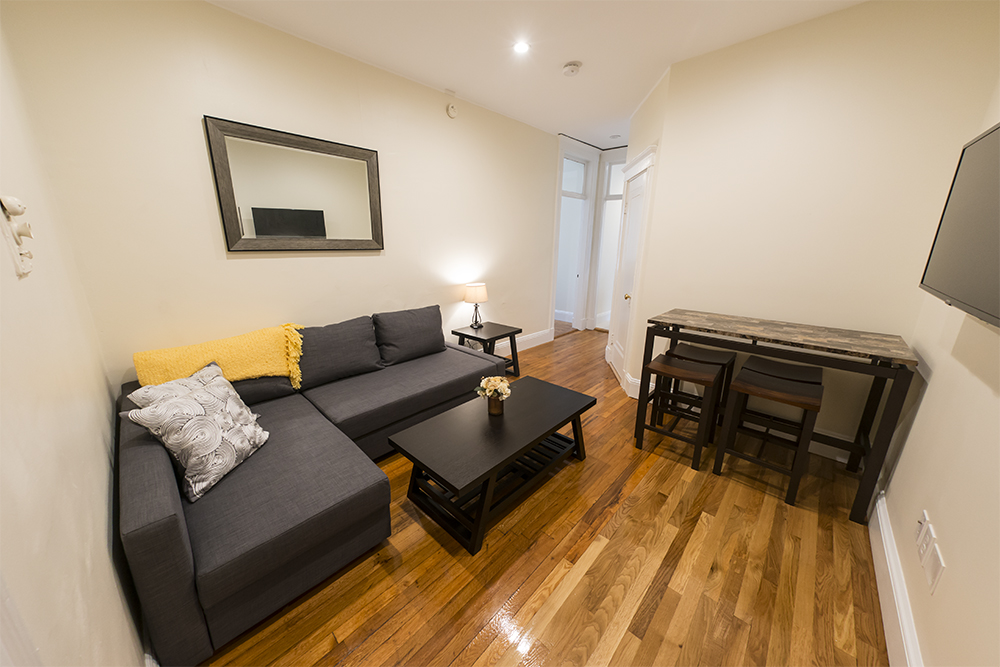 FENWAY PARK DRIVE STUDENT FRIENDLY 2 BED NICE UNIT AVAIL 9/1 SEPTEMBER