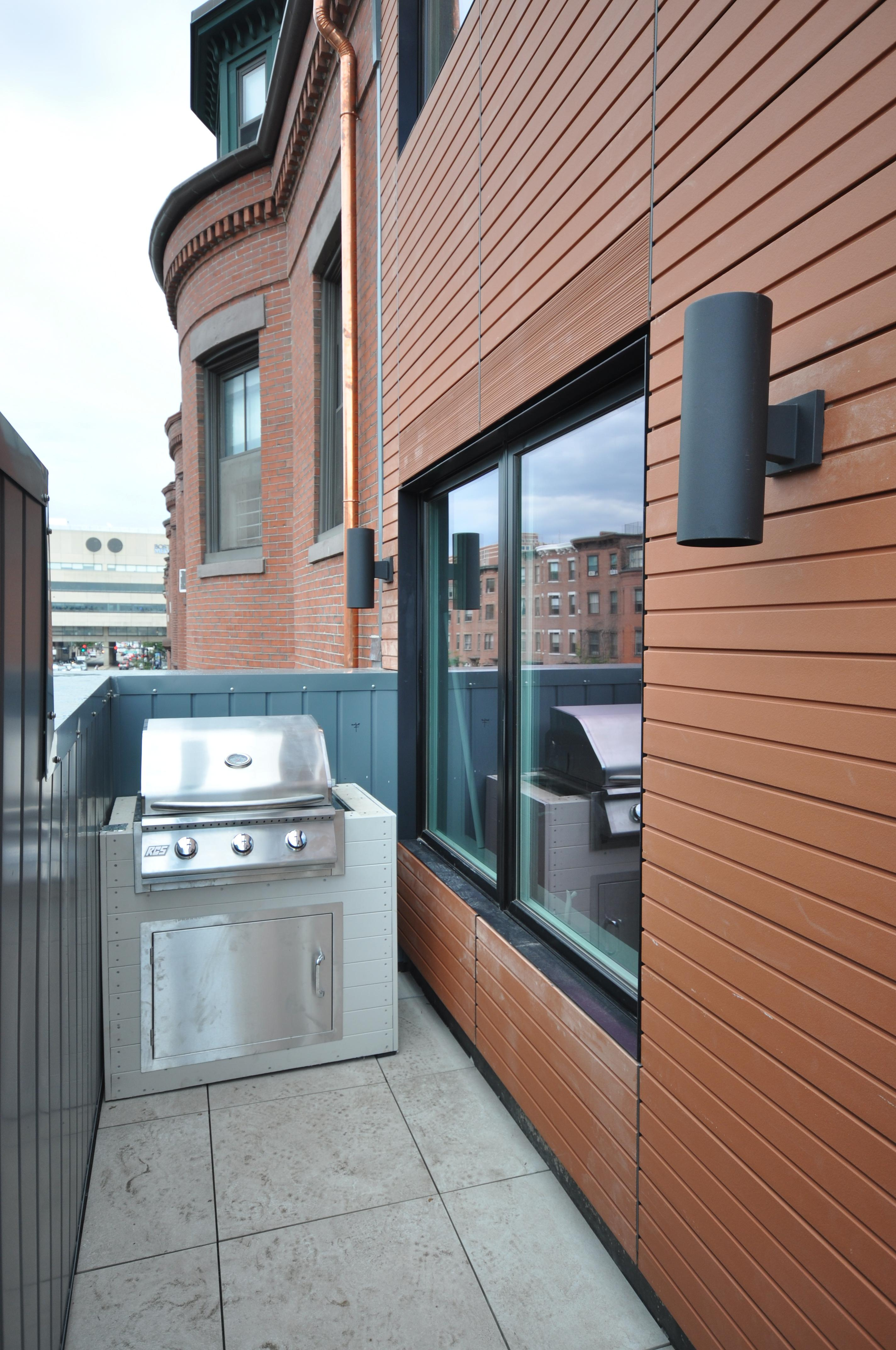 SOUTH END LUXURY 3bed 1.5bath Modern, Renovated, Balcony, Student OK!