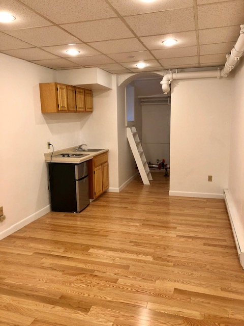 Studio, Carpet, Furnished, Photos