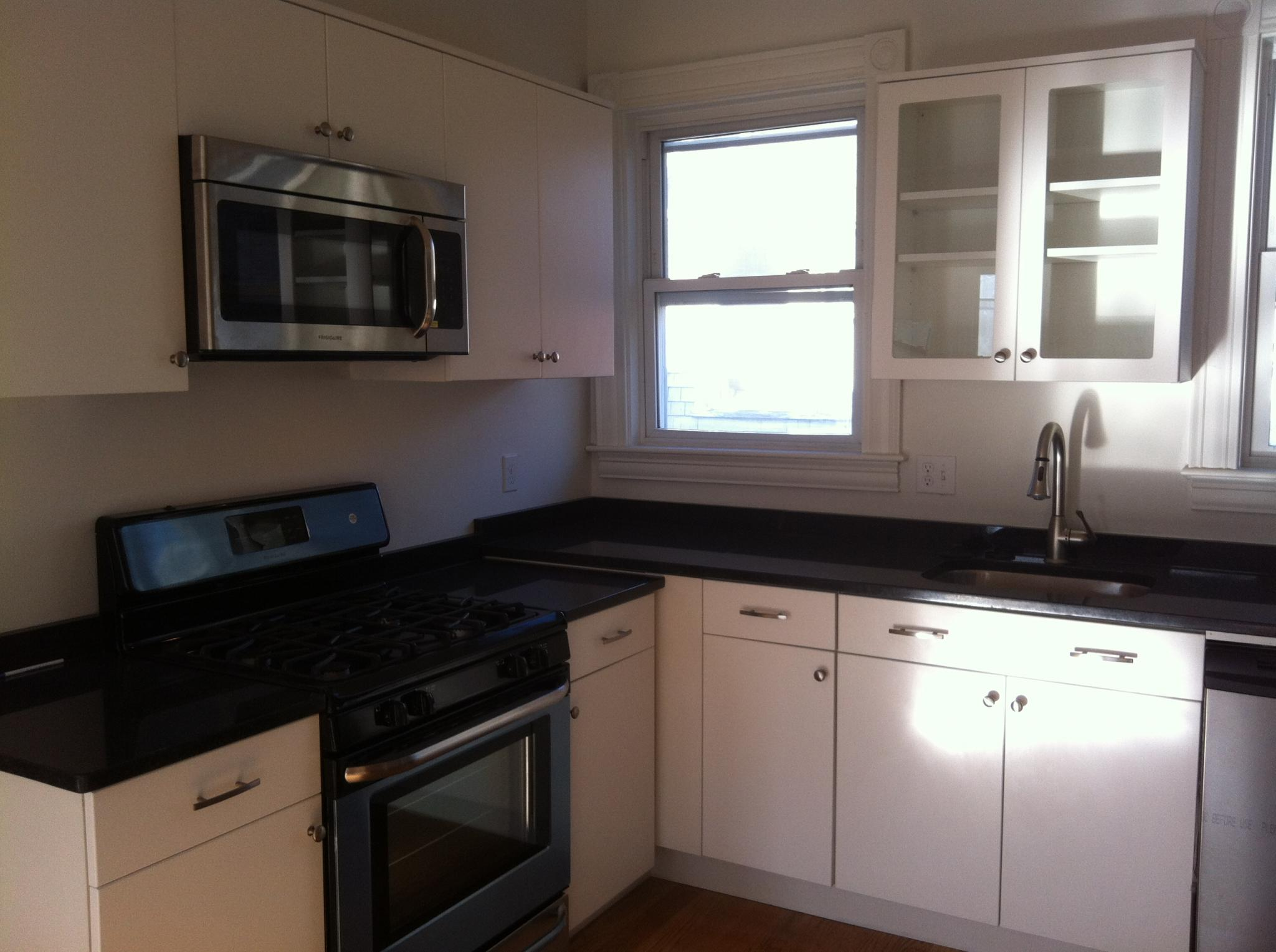 3 Bd on WELD AVE., Laundry in Building, Modern Kitchen, Deck, Porch