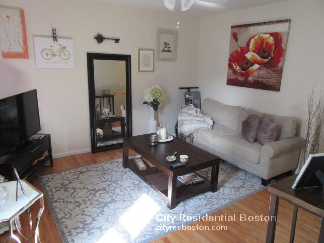 1 Bd on Glover Ct., Hardwood Floors, Parking Included, Dishwasher