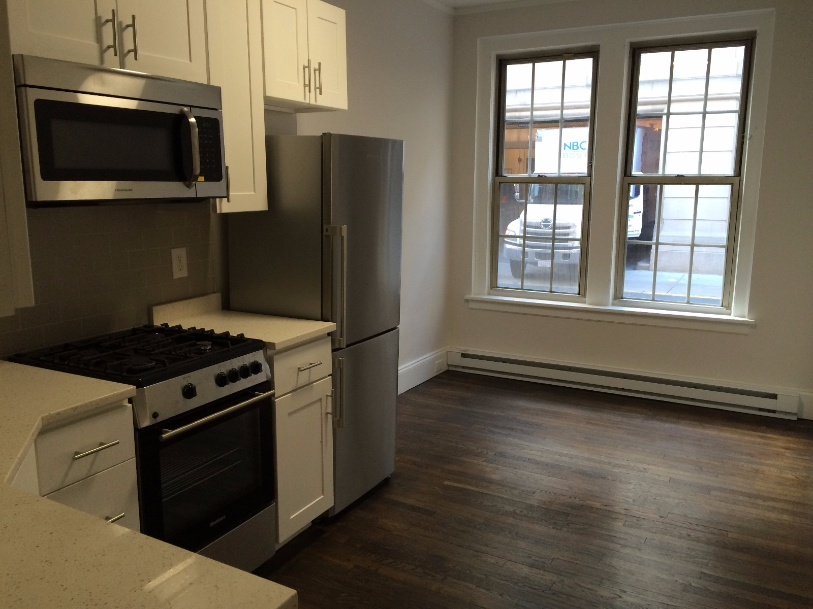 Renovated 2 Bed on Clearway St Near NEU, BERKLEE, NEC, MCPHS Wentworth