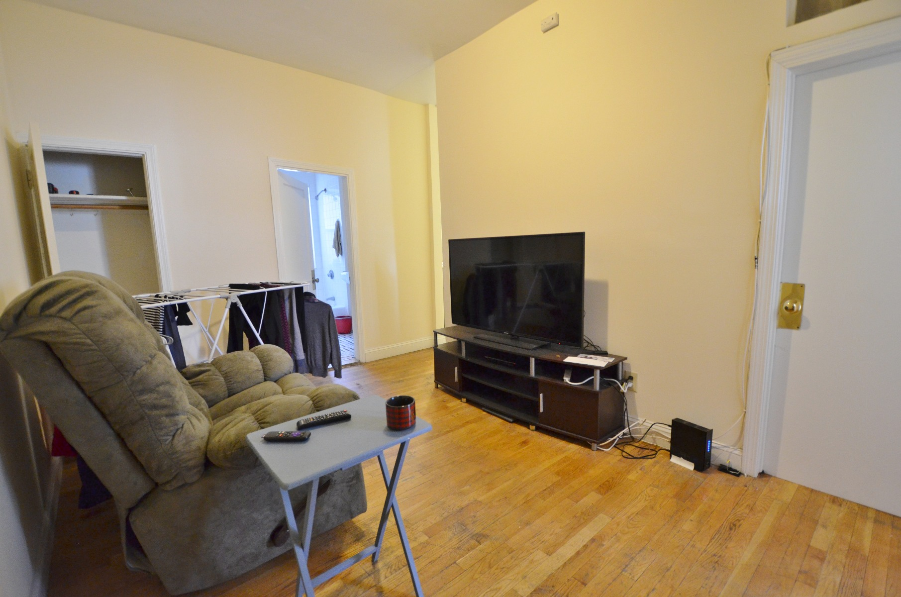Avail 9/1 - Bright, Roomy, Convenient 3 BR on Peterborough St