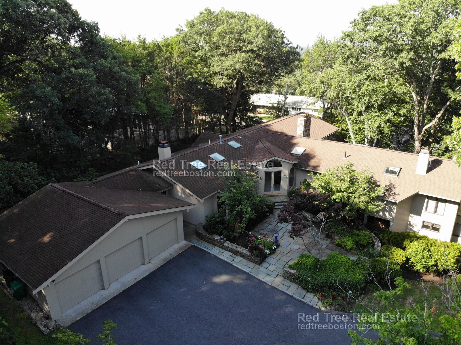 6 Bd on Baldpate Hill Rd., 4.5 Bath, Laundry in Building, Dining Room