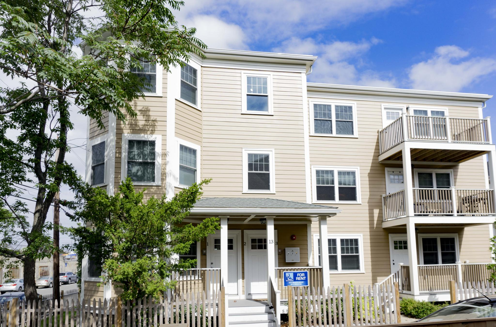 4 Bd on Roberts St., 2 Bath, Parking For Rent