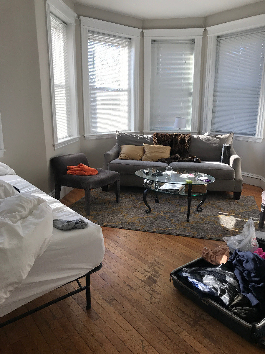 7 - Lovely 1 BED SPLIT~HEAT, H/W INCLUDED~Renovated~Pets Okay!