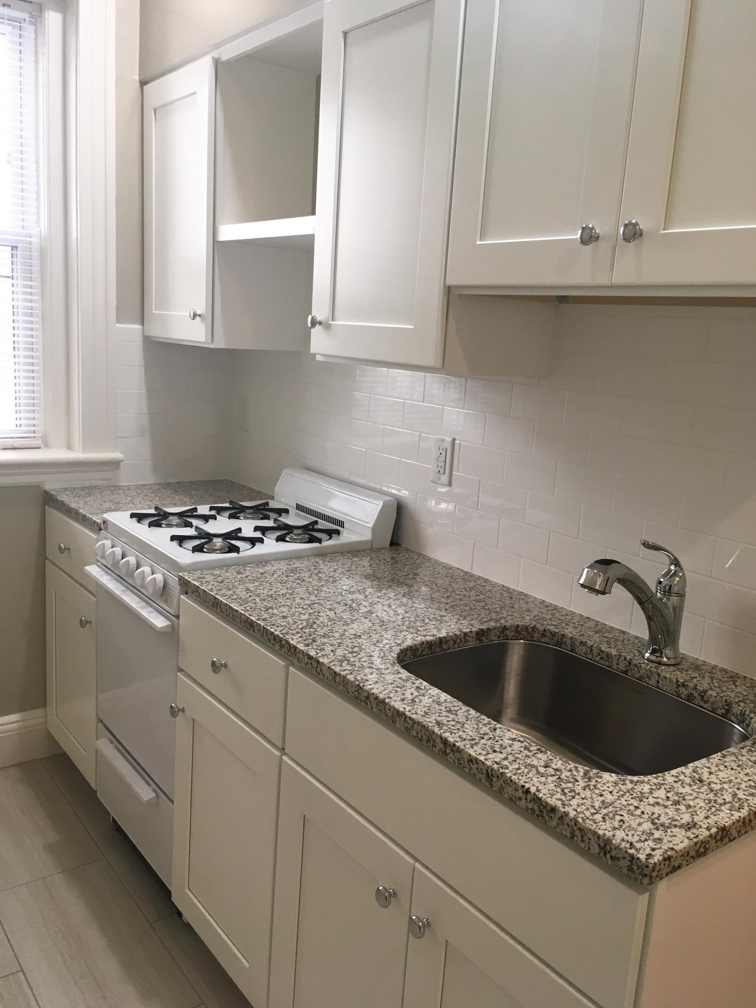 large studio  in  Mission area  heat and hot water included