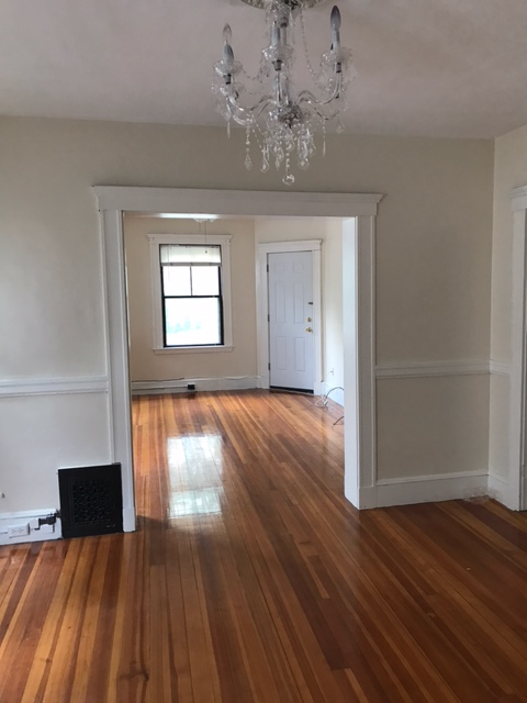7/1 3bed w/ 1 pkg spot included! Cat ok, 2nd floor, laundry, porch, ya