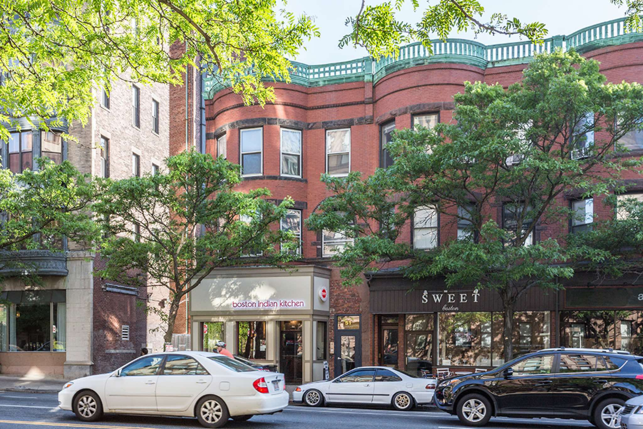VERY ATTRACTIVE MASS AVE 1BED CAT FRIENDLY UNIT WITH HOT WATER