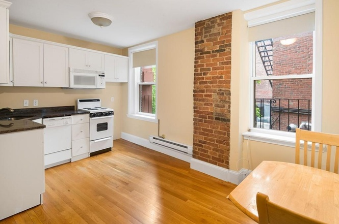 BEAUTIFUL sunny 1 Bd on Salem St! great kitchen, available NOW!