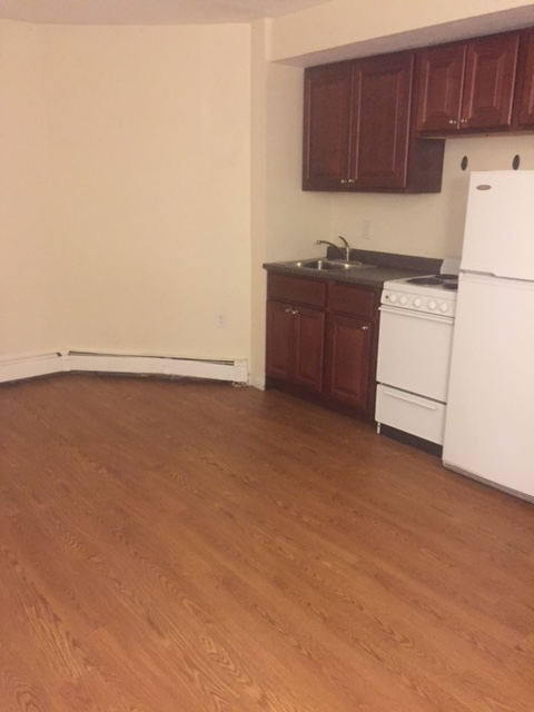 1/2 Fee, Large, Newly Renovated, Hwd Floors, Heated, T, Now or 10/1