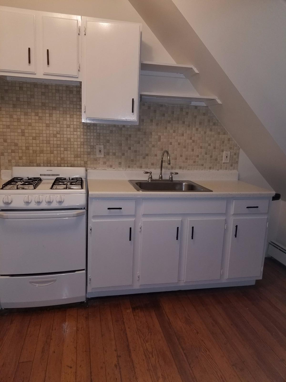 Nice 2bed on Brown St - Available NOW