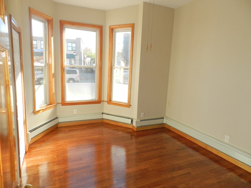 EXCEPTIONAL ALLSTON 5BR! 2FLRS! OPEN LAYOUT! LAUNDRY IN UNIT!