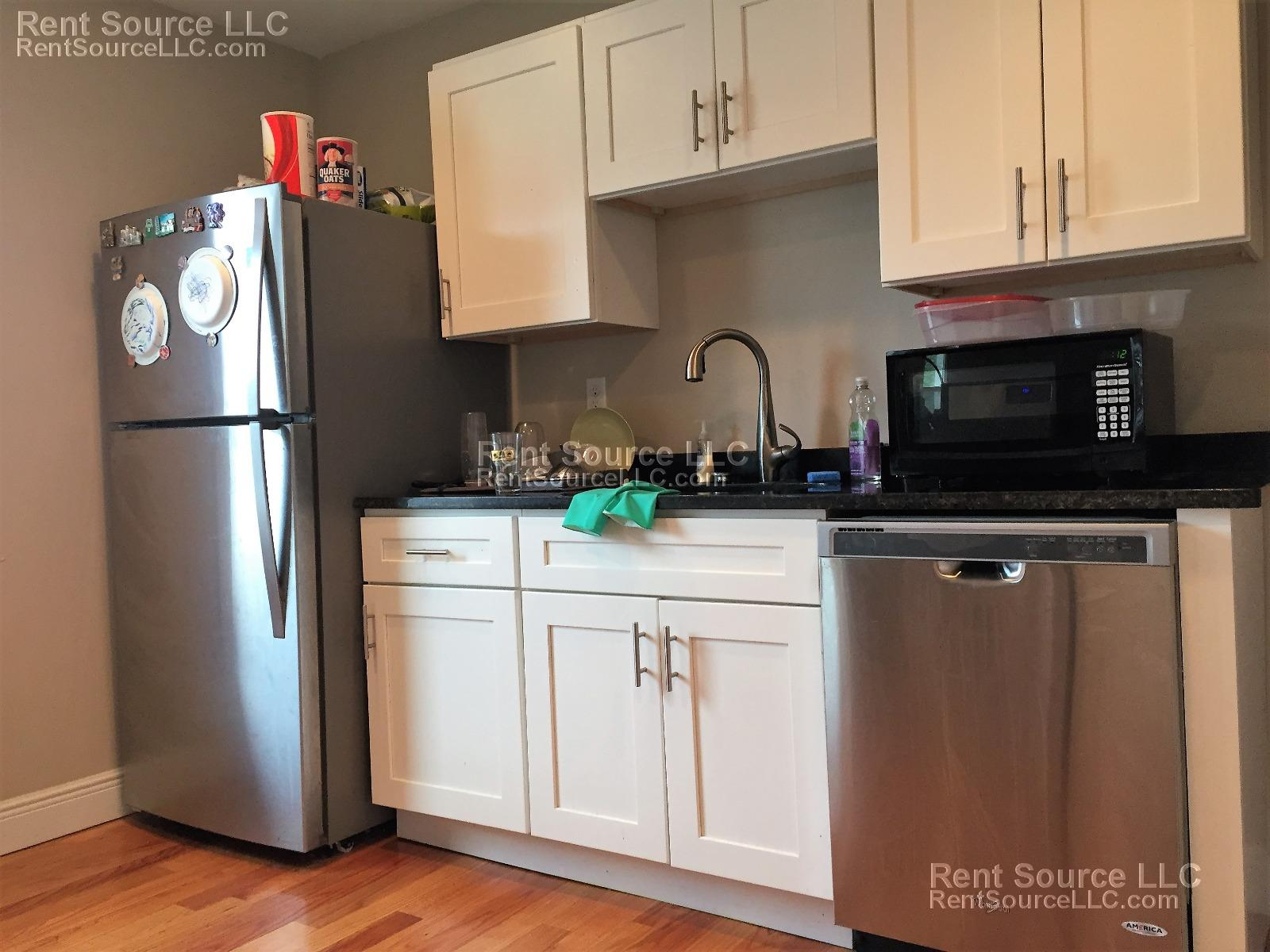 ---Top Floor - 3 Bed 2 Bath - AC- Laundry- 9/1 - New Reno-------------