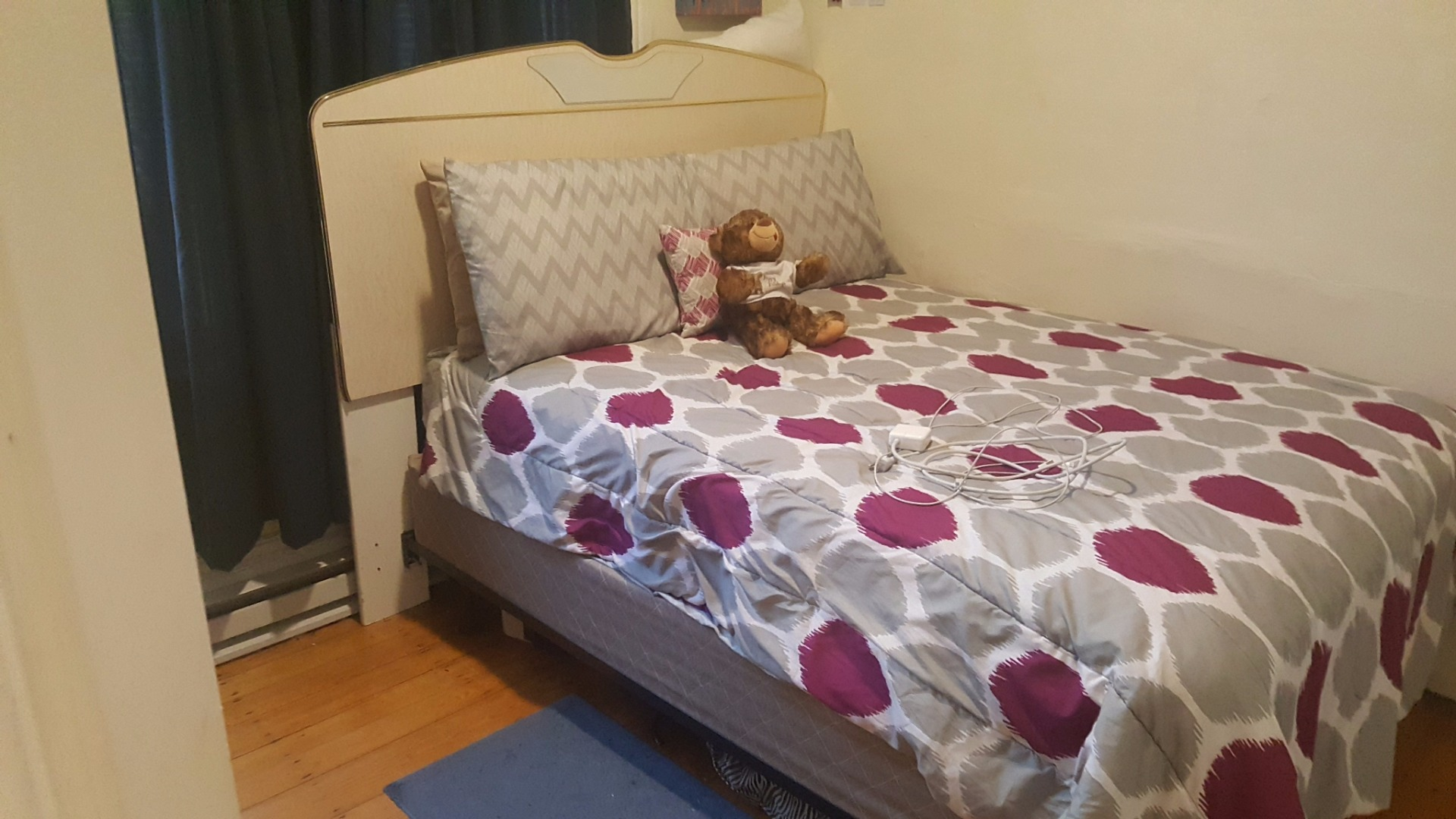Room For Rent In A Three Bedroom Apartment NO FEE! PET OK!