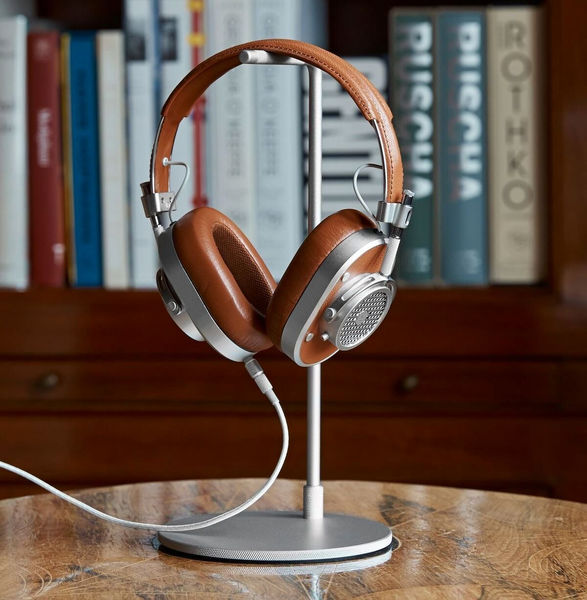 Yotti — Master & Dynamic MH40 Over Ear Headphones. Best gift for designer http://www.yotti.co/gifts/master-dynamic-mh40-over-ear-headphones