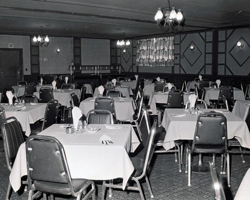 embassyClub0dinningroom-1970's_peter